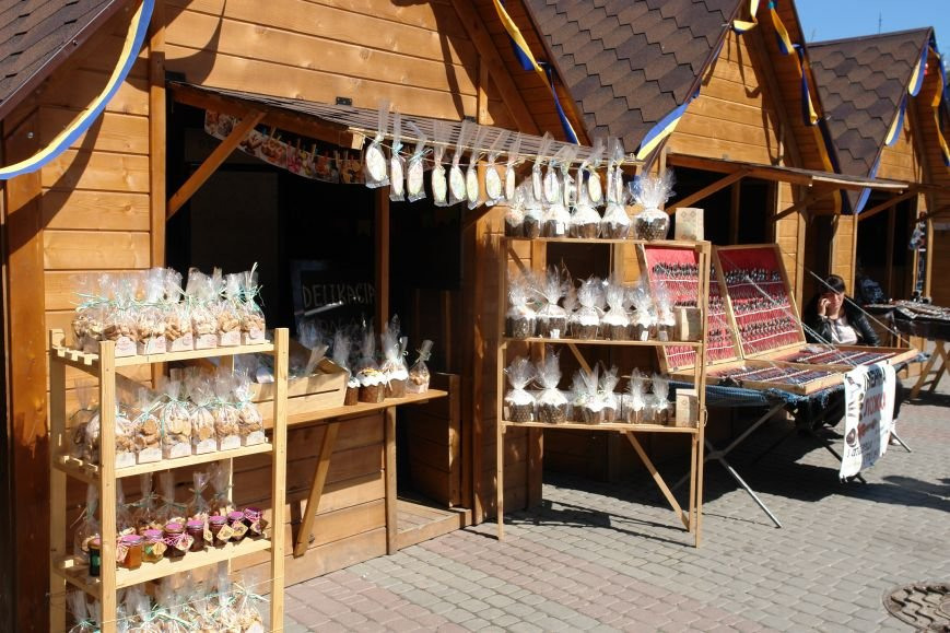 В центрі міста запрацював Великодній ярмарок (ФОТО) (фото) - фото 16