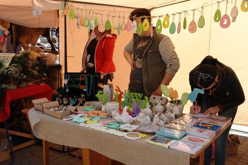 В центрі міста запрацював Великодній ярмарок (ФОТО) (фото) - фото 10