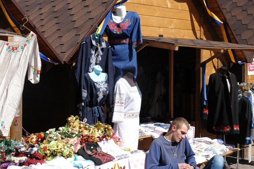 В центрі міста запрацював Великодній ярмарок (ФОТО) (фото) - фото 9