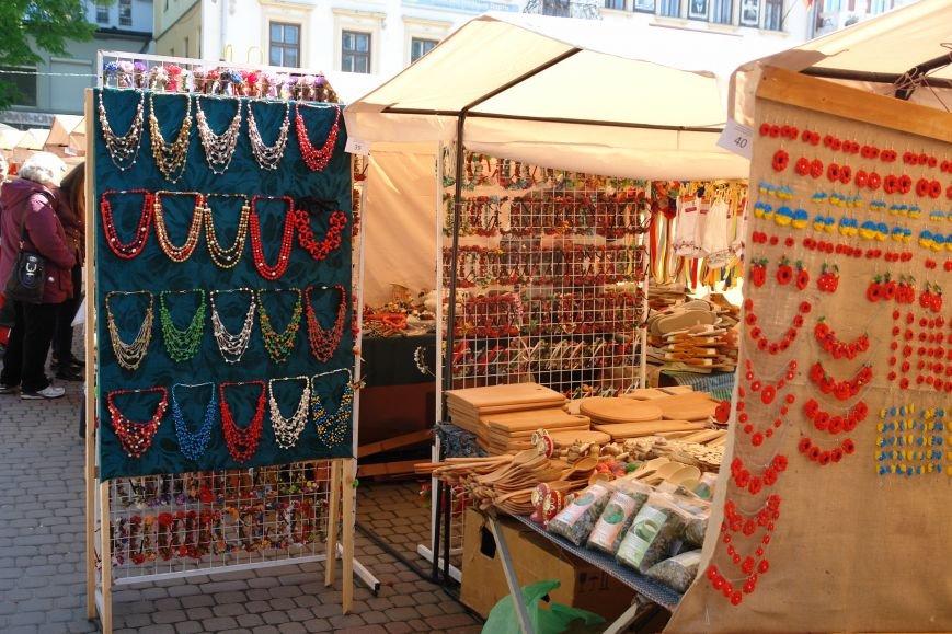 В центрі міста запрацював Великодній ярмарок (ФОТО) (фото) - фото 15