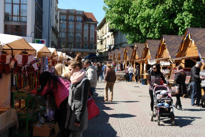 В центрі міста запрацював Великодній ярмарок (ФОТО) (фото) - фото 24