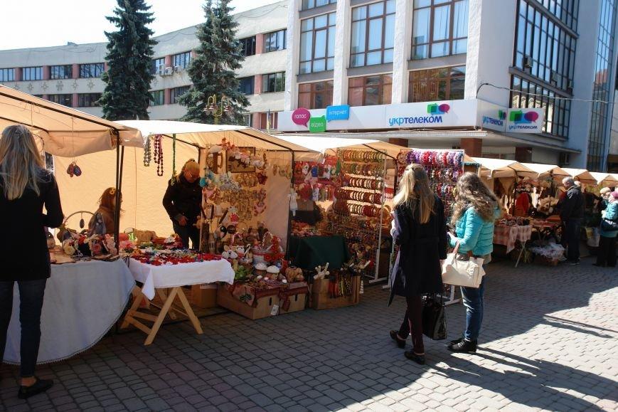 В центрі міста запрацював Великодній ярмарок (ФОТО) (фото) - фото 4