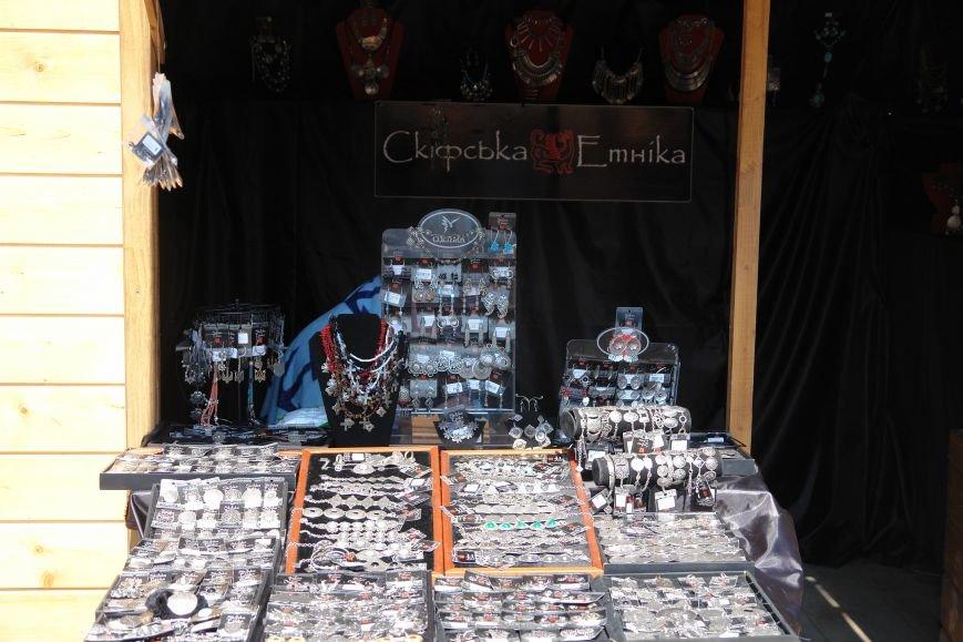 В центрі міста запрацював Великодній ярмарок (ФОТО) (фото) - фото 17