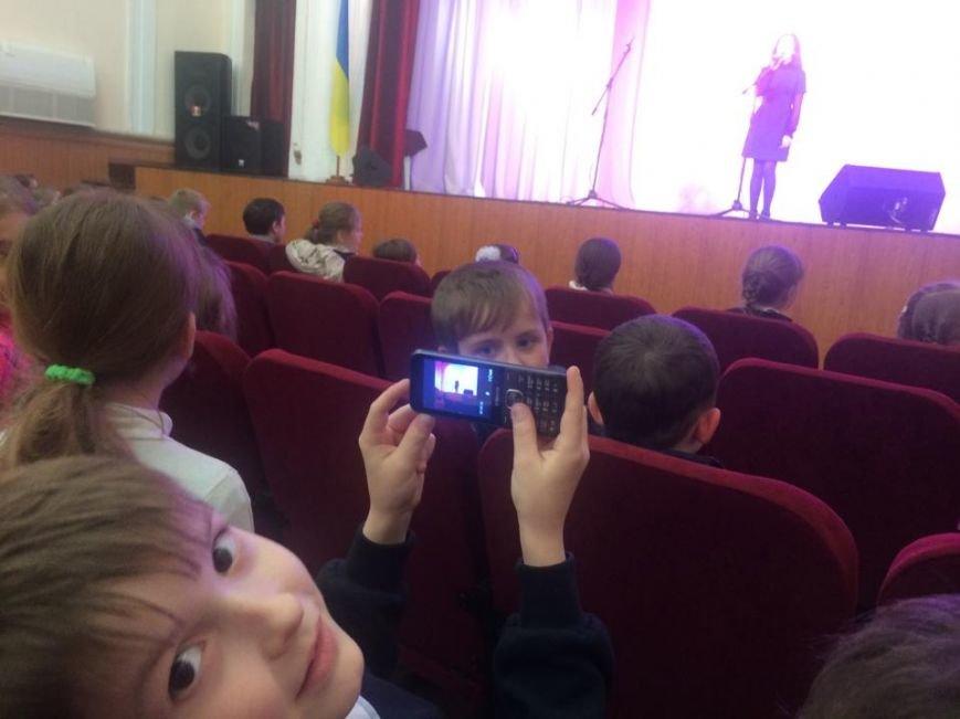 """Юные мариупольцы от радости  чуть """"не разнесли"""" ДК """"Молодежный"""" (ФОТО, ВИДЕО), фото-3"""