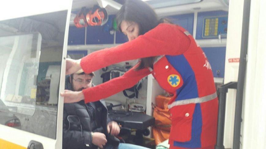 У Тернополі побили відомого волонтера і пошкодили бус, який мали відправити в АТО (Фото) (фото) - фото 1