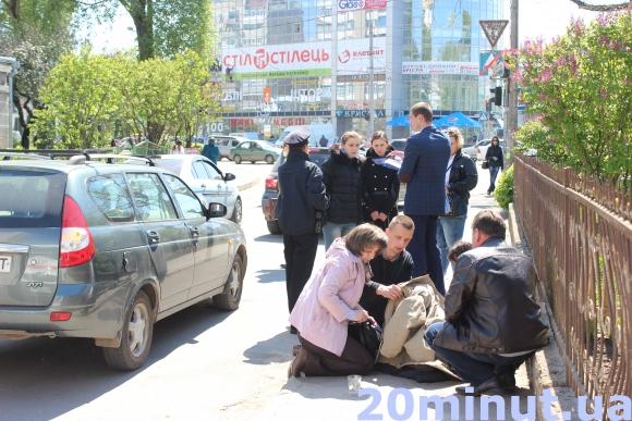 У Тернополі посеред вулиці помер чоловік (Фото) (фото) - фото 2