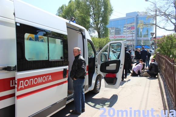 У Тернополі посеред вулиці помер чоловік (Фото) (фото) - фото 3