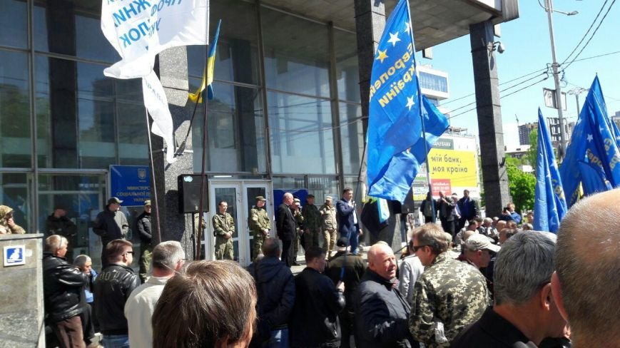 Движение Наливайченко провело акцию в защиту Шустера (фото) - фото 1