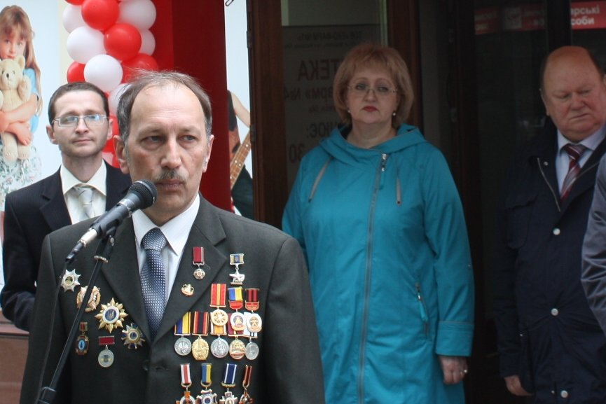 26 апреля в Торецке открылась аптека «Азовфарм» (фото) - фото 1