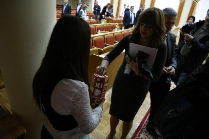 """Во время сессии Кременчугского горсовета волонтёры акции """"Сердце к сердцу"""" собрали 4 262 гривны, фото-3"""
