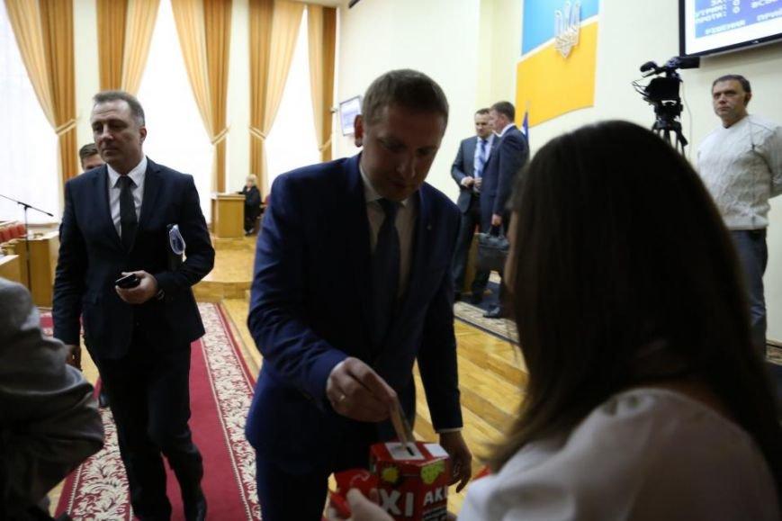 """Во время сессии Кременчугского горсовета волонтёры акции """"Сердце к сердцу"""" собрали 4 262 гривны, фото-4"""