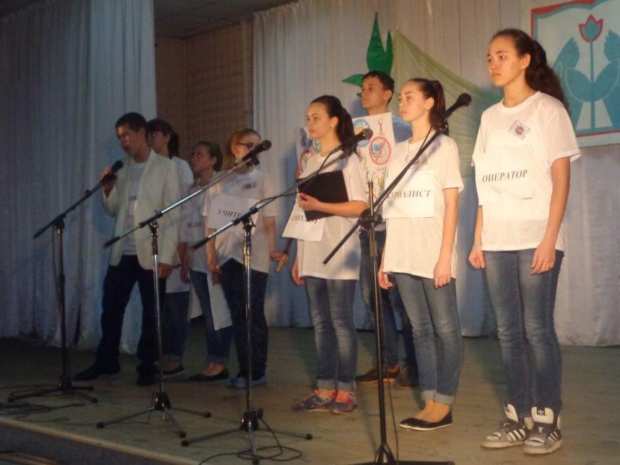 «Мы выбираем life: жизнь – это лучший кайф!» - в Красноармейске (Покровске) прошёл ежегодный тематический КВН, посвящённый здоровому образу жизни (фото) - фото 12