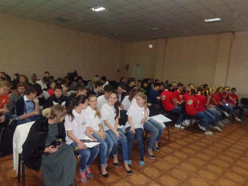 «Мы выбираем life: жизнь – это лучший кайф!» - в Красноармейске (Покровске) прошёл ежегодный тематический КВН, посвящённый здоровому образу жизни (фото) - фото 2