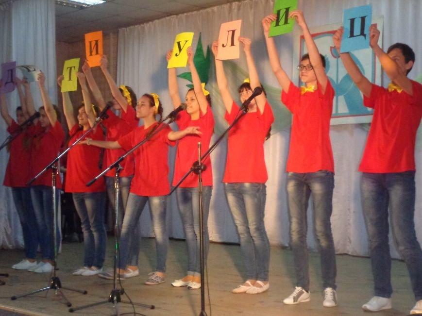 «Мы выбираем life: жизнь – это лучший кайф!» - в Красноармейске (Покровске) прошёл ежегодный тематический КВН, посвящённый здоровому образу жизни (фото) - фото 5