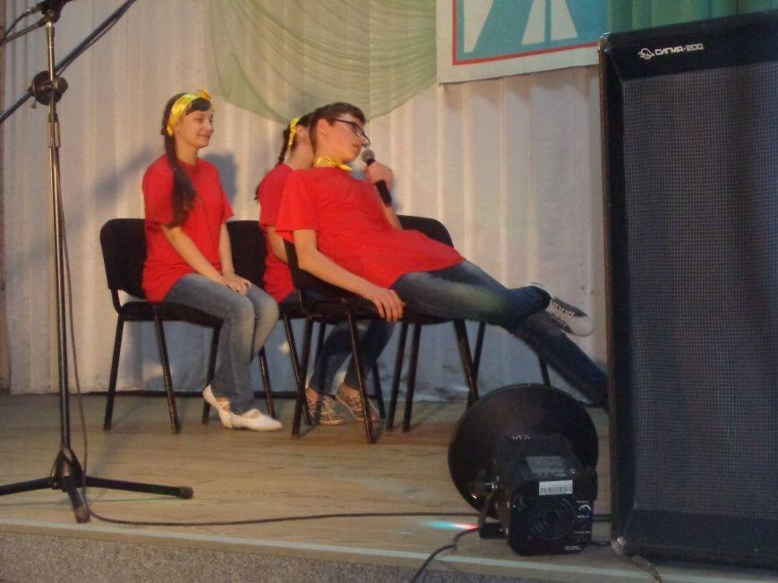 «Мы выбираем life: жизнь – это лучший кайф!» - в Красноармейске (Покровске) прошёл ежегодный тематический КВН, посвящённый здоровому образу жизни (фото) - фото 13