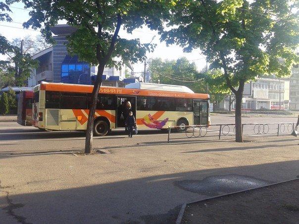Десятки криворожан не смогли вовремя добраться на работу и учебу из-за поломки на маршруте №228 (ФОТО), фото-1