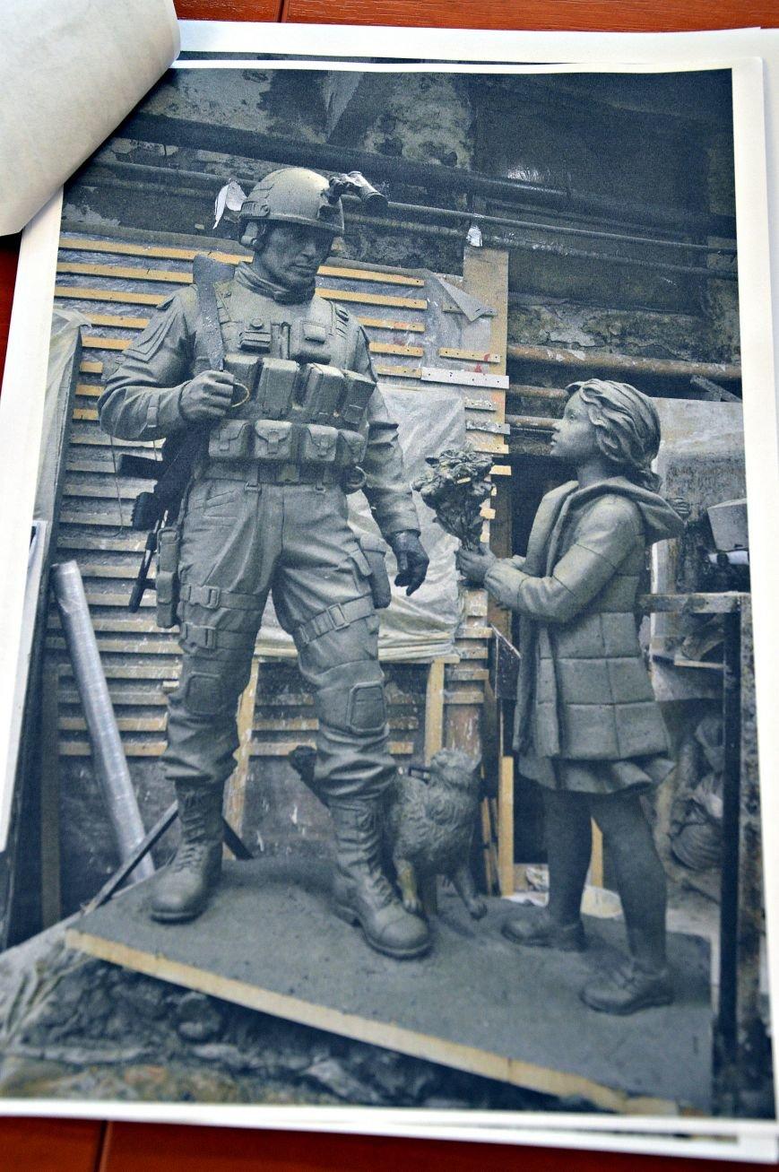 Военный, девочка и кот: Власти Симферополя выбрали новый проект памятника