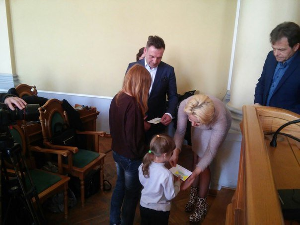 110 дітей учасників АТО отримали допомогу від колективу театру Львівської опери та балету (ФОТО) (фото) - фото 2