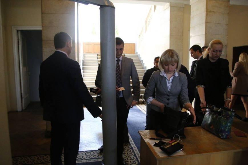 В ОГА президентская охрана обыскивает нардепов (Фото) (фото) - фото 1