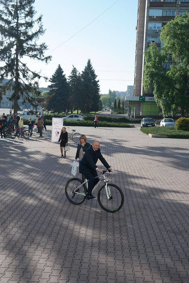 Міський голова Черкас на роботу приїхав на велосипеді (ФОТО), фото-1