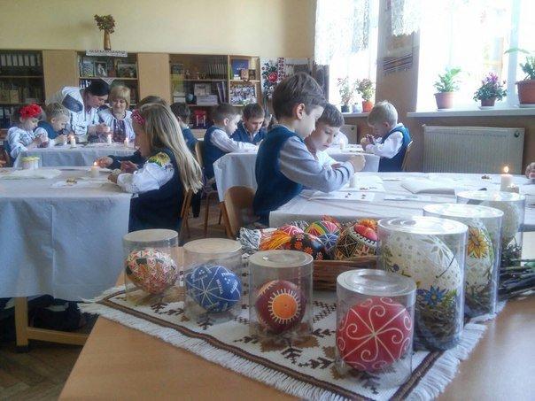 Львівські школярі взяли участь у майстер-класі з розпису писанок (ФОТО) (фото) - фото 6