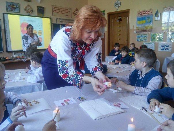 Львівські школярі взяли участь у майстер-класі з розпису писанок (ФОТО) (фото) - фото 8