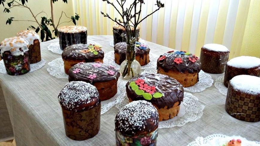 «С шоколадом и кокосом, сахарной помадкой и глазурью»: как в Новополоцке пекут пасхальные куличи (фото) - фото 8