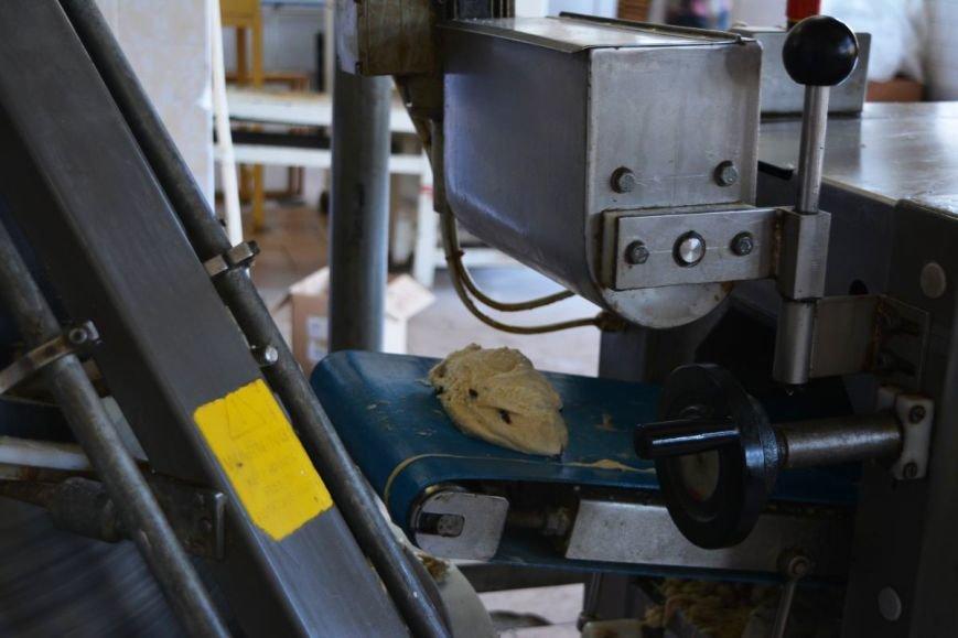 «С шоколадом и кокосом, сахарной помадкой и глазурью»: как в Новополоцке пекут пасхальные куличи, фото-2