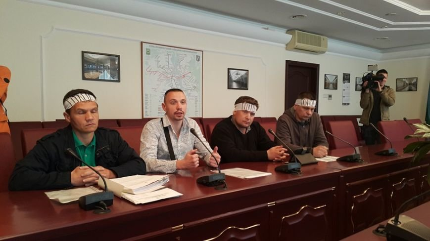 МАФовики объявили голодовку из-за запрета торговли в метро (фото) - фото 2
