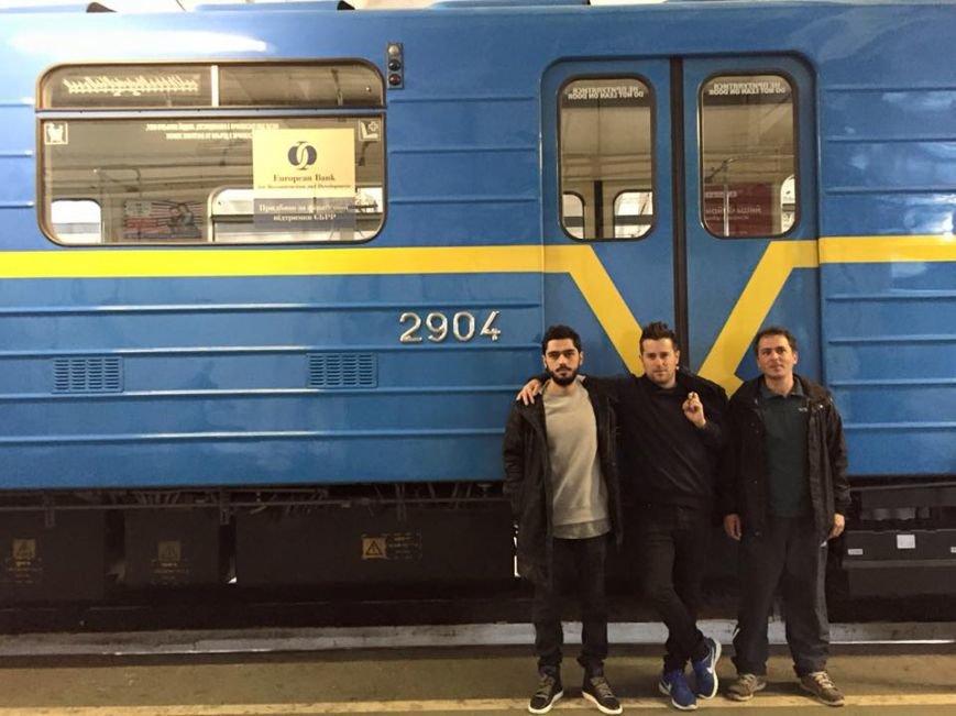 В Киеве испанский художник разрисует поезд метро, фото-1