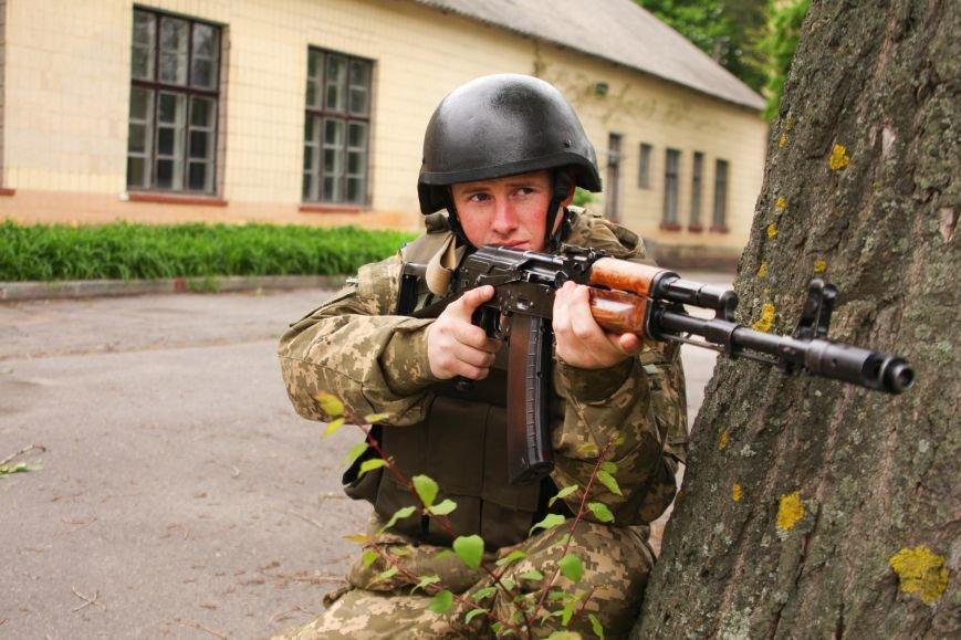 """Сегодня утром военные в/ч А1546 обезвредили группу """"диверсантов"""", пытавшихся захватить склад (ФОТО), фото-6"""