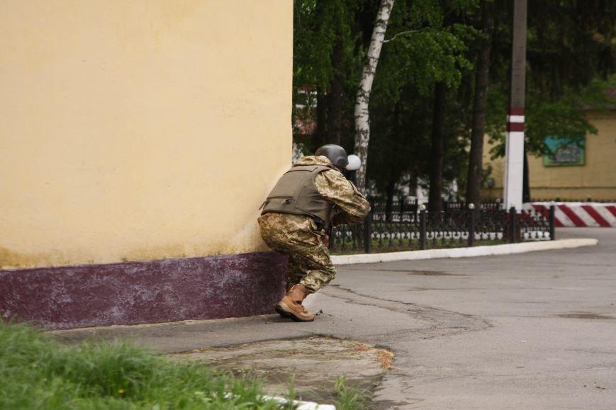 """Сегодня утром военные в/ч А1546 обезвредили группу """"диверсантов"""", пытавшихся захватить склад (ФОТО), фото-2"""