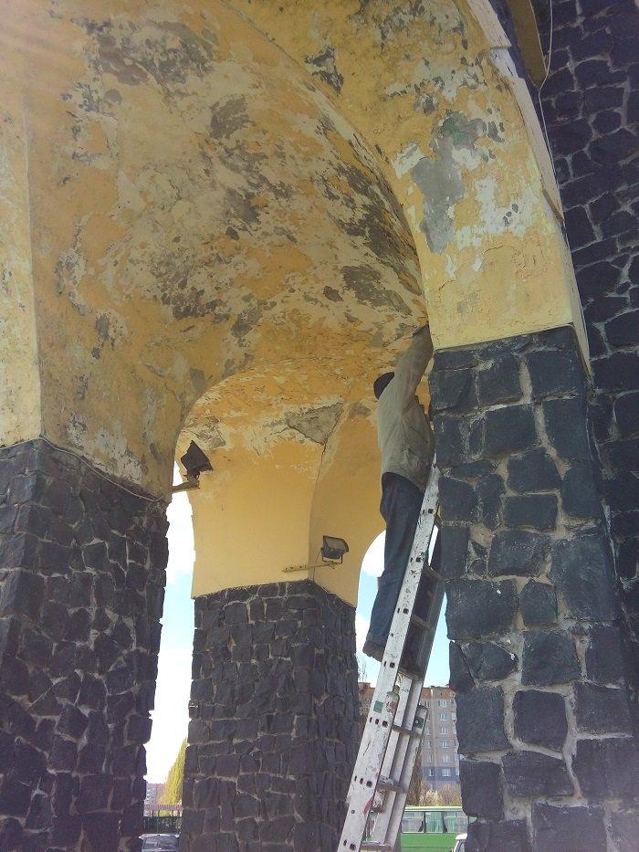 У Рівному відремонтували  в'їзну арку (ФОТО) (фото) - фото 1