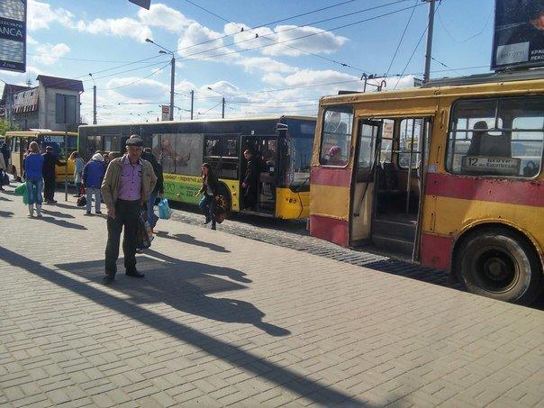 Львів'яни пропонують встановити світлофор біля «Скрині» та збільшити посадковий майданчик (ФОТО) (фото) - фото 1