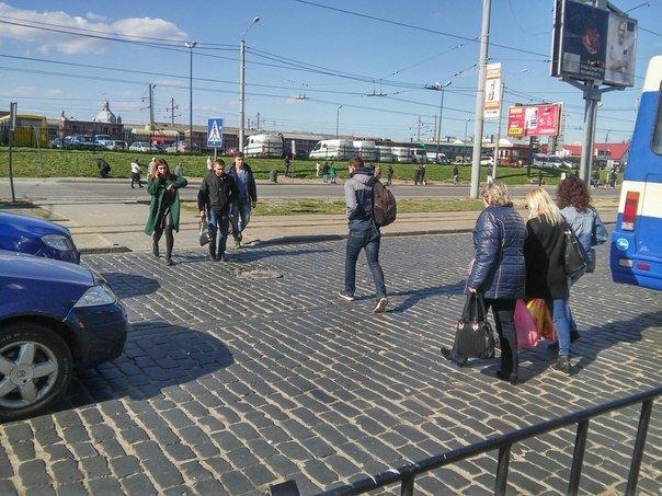 Львів'яни пропонують встановити світлофор біля «Скрині» та збільшити посадковий майданчик (ФОТО) (фото) - фото 2