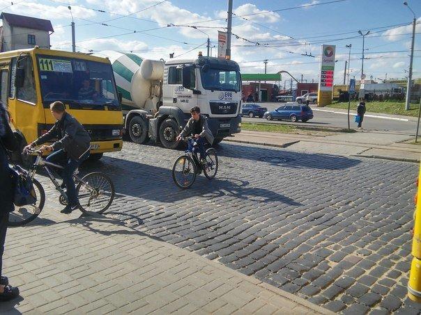 Львів'яни пропонують встановити світлофор біля «Скрині» та збільшити посадковий майданчик (ФОТО) (фото) - фото 9