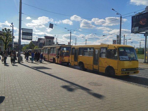 Львів'яни пропонують встановити світлофор біля «Скрині» та збільшити посадковий майданчик (ФОТО) (фото) - фото 5