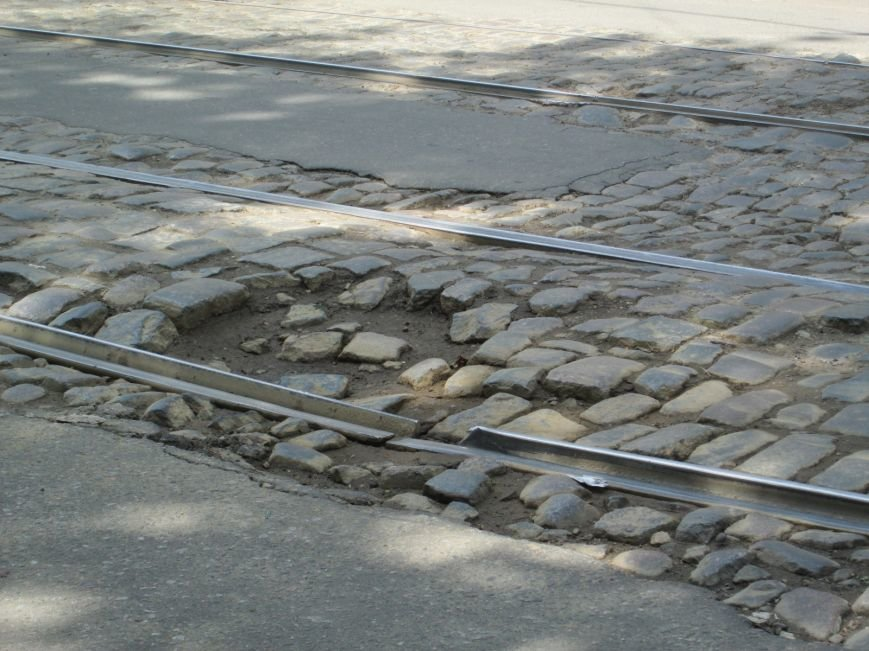 9e1d26eaf9edb9fa3787e356e7cffe04 В лужу или яму? Одесские дороги предоставляют богатый выбор