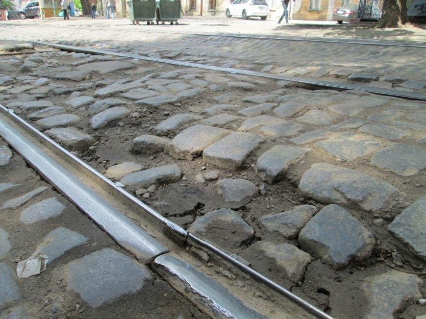 a56fcaa889bf1096e67ba2cfc40207a8 В лужу или яму? Одесские дороги предоставляют богатый выбор