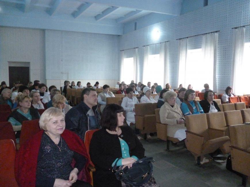 В Красноармейске (Покровске) награждены медики, выезжавшие в зону АТО (фото) - фото 3