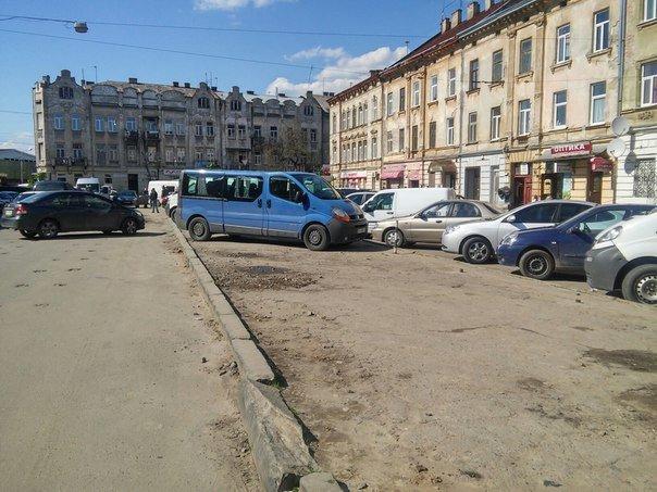 Мешканці міста скаржаться на те, що із площі Липневої прибрали торгівельні ряди (ФОТО) (фото) - фото 5