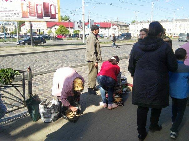 Мешканці міста скаржаться на те, що із площі Липневої прибрали торгівельні ряди (ФОТО) (фото) - фото 8
