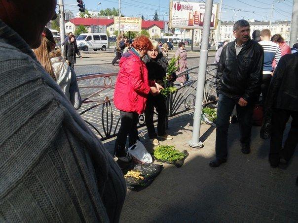 Мешканці міста скаржаться на те, що із площі Липневої прибрали торгівельні ряди (ФОТО) (фото) - фото 9