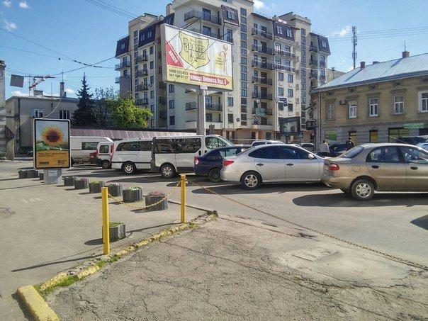Мешканці міста скаржаться на те, що із площі Липневої прибрали торгівельні ряди (ФОТО) (фото) - фото 3