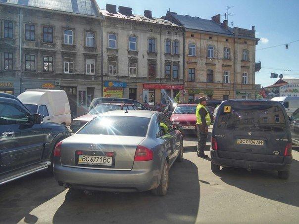 Мешканці міста скаржаться на те, що із площі Липневої прибрали торгівельні ряди (ФОТО) (фото) - фото 4