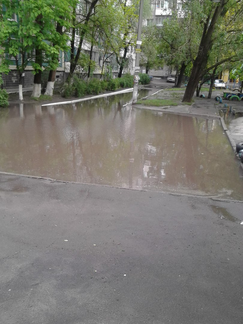 В днепропетровском дворе появилось опасное