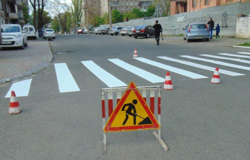 В центре Мариуполя к Пасхе обновляли дорожную разметку (ФОТО), фото-2