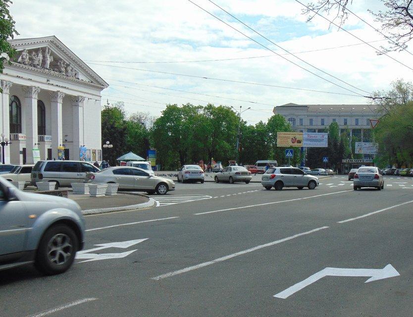 В центре Мариуполя к Пасхе обновляли дорожную разметку (ФОТО), фото-1