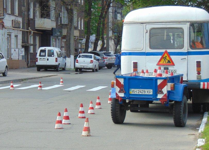 В центре Мариуполя к Пасхе обновляли дорожную разметку (ФОТО), фото-3