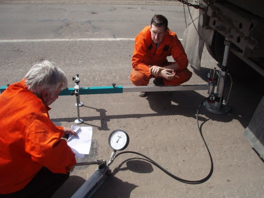 Дорожники подлатают участок дороги из Славянска в Лиман (фото) - фото 1